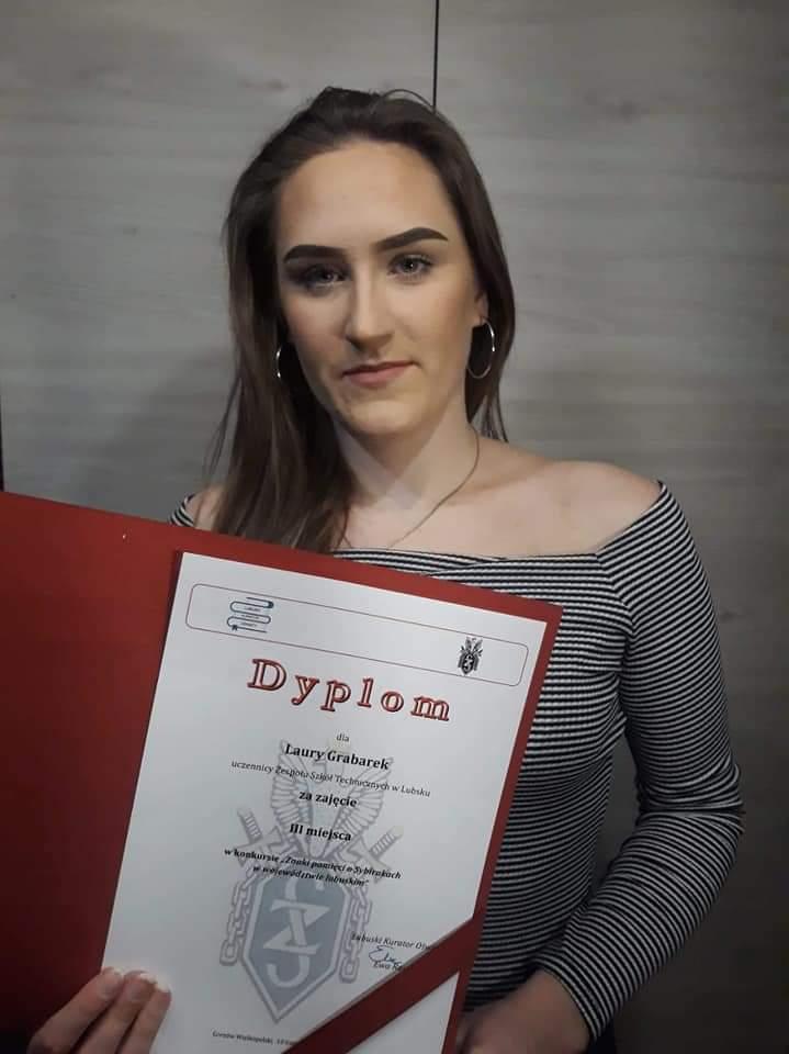 Nagroda Kuratora Oświaty dla uczennicy klasy IV TL Laury Grabarek